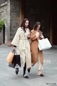 街拍:温柔风格的穿搭,减龄显气质,女票这样穿你会不喜欢?